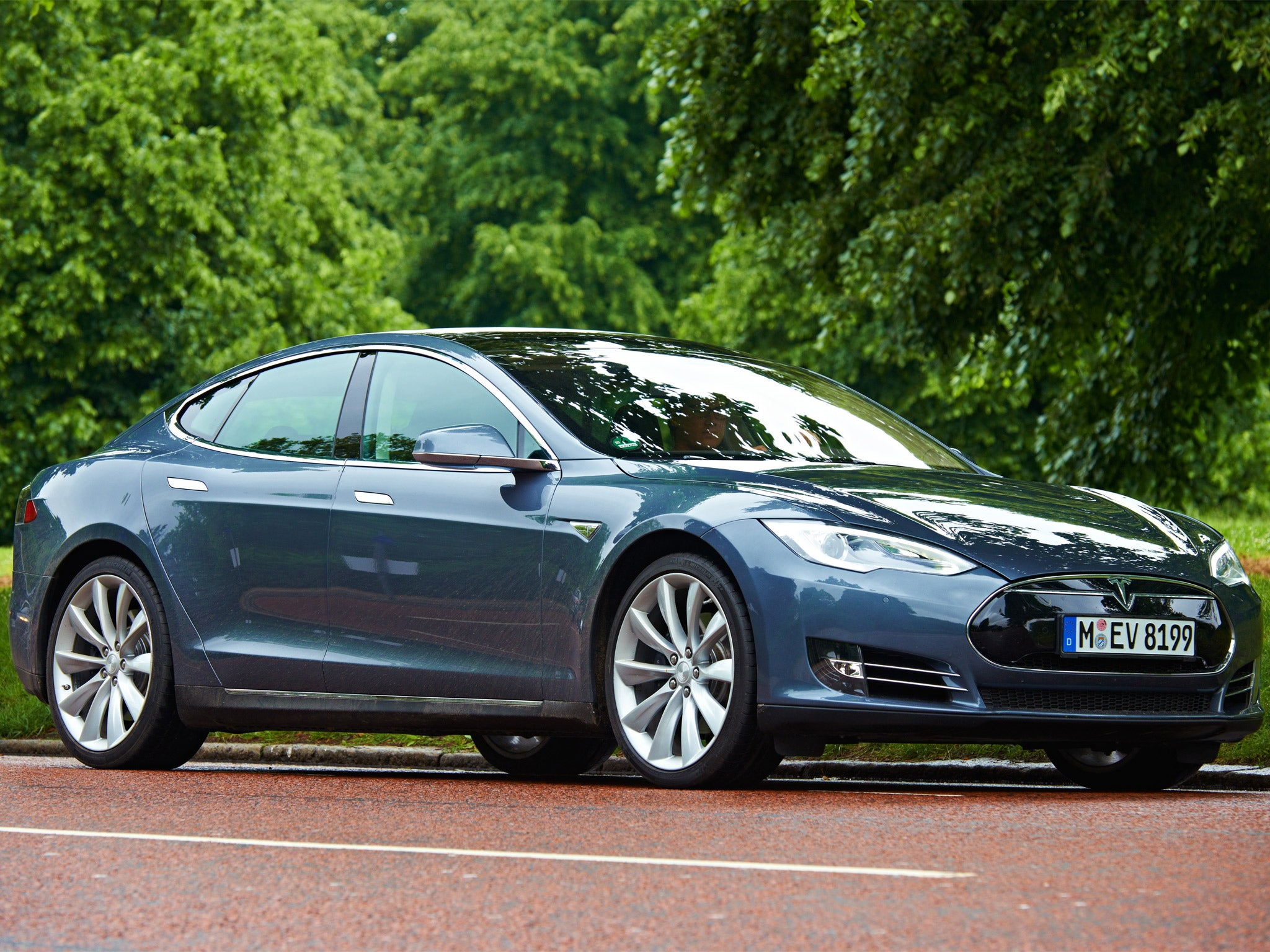 tesla model s p85 motoring review this much hyped car is a mean green driving machine the. Black Bedroom Furniture Sets. Home Design Ideas