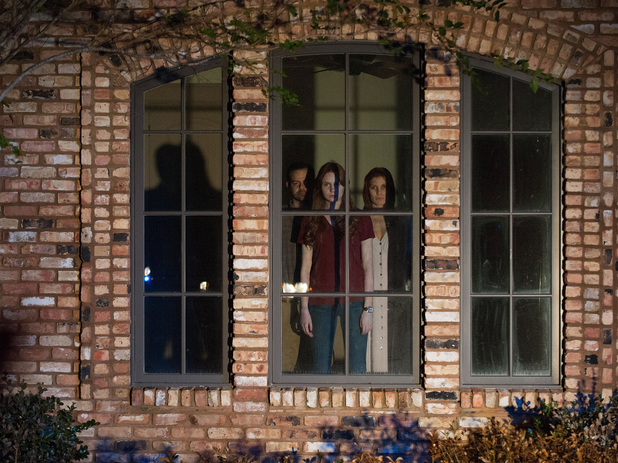 oculus film review creaking plot doesnt  mike flanagans horror   chilling