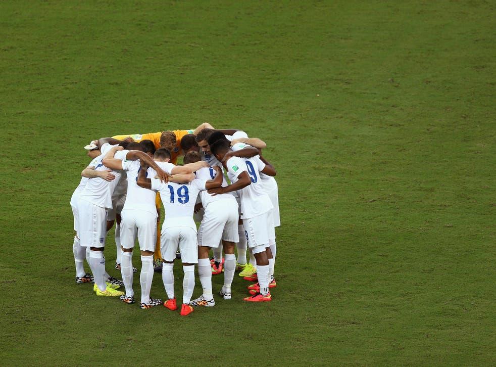 England huddle before kick off