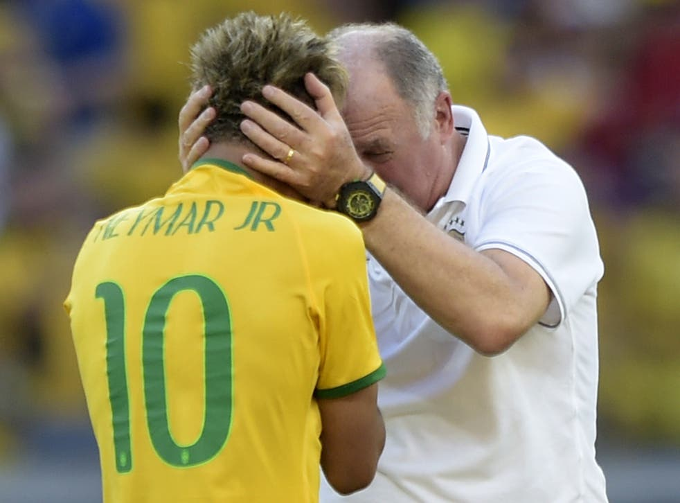 Neymar and Scolari after Brazil beat Chile on penalties