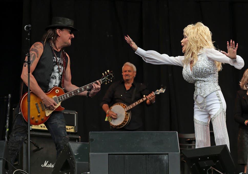 Dolly Parton And Richie Sambora Perform At Glastonbury 2014