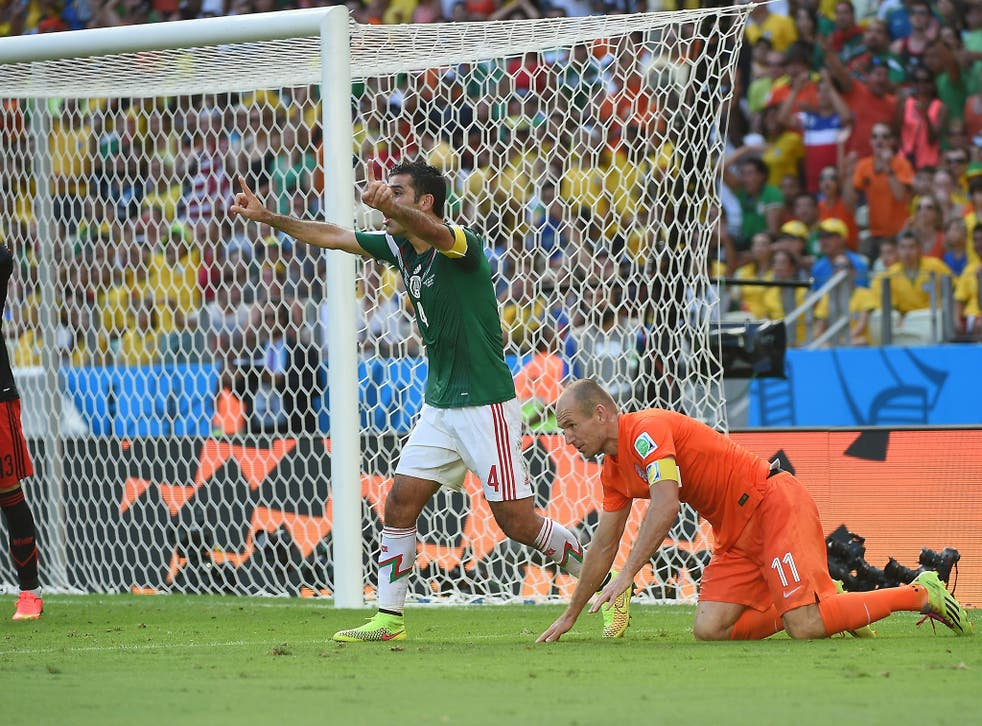 Arjen Robben won a controversial late penalty as the Netherlands beat Mexico in Fortaleza