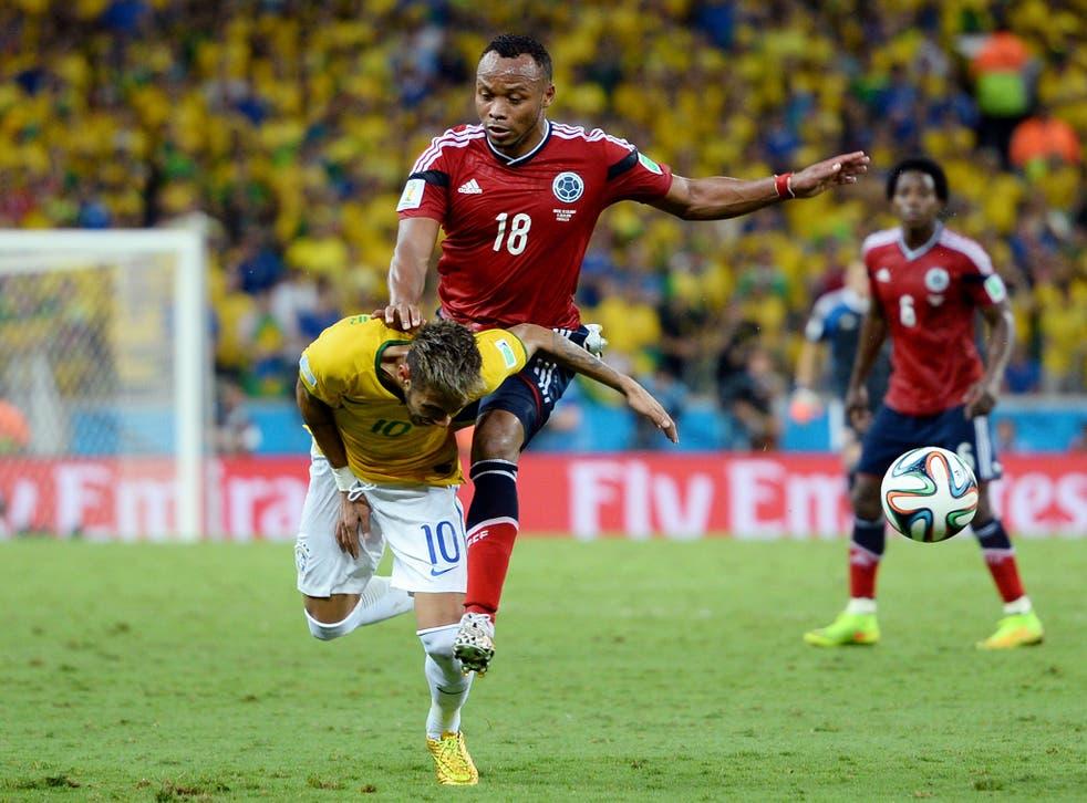 Juan Camilo Zuniga challenges Neymar