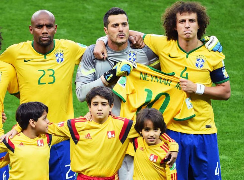 Julio Cesar and David Luiz hold the Neymar shirt