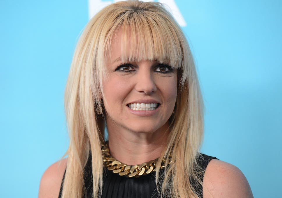 Britney Spears sings 'Alien' without Auto-Tune in