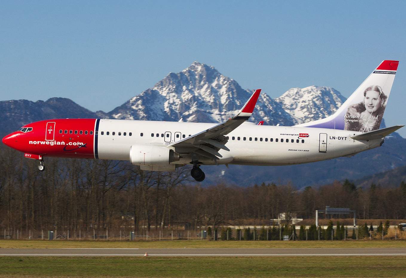 Norwegian Air tells female staff they must carry doctor's note at all times if they want to wear flat shoes