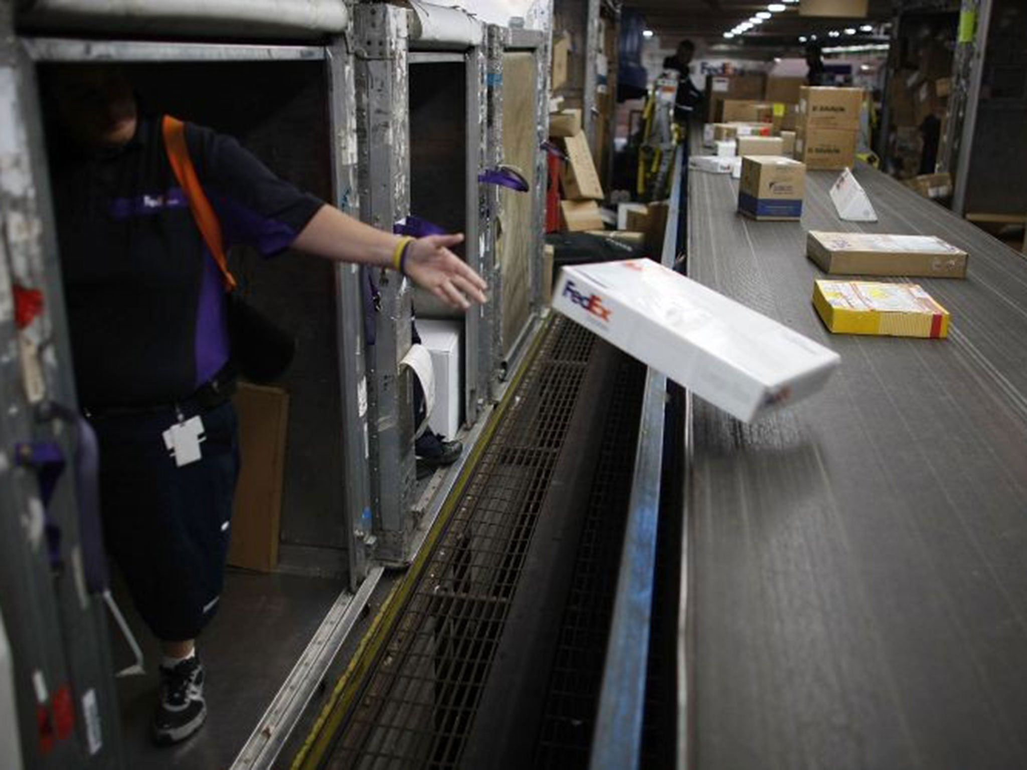 FedEx accused of trafficking illegal prescription drugs from online