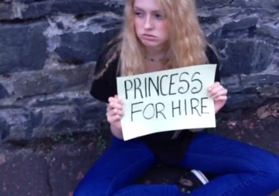 Game Of Thrones Actress Aimee Richardson Begs For Other