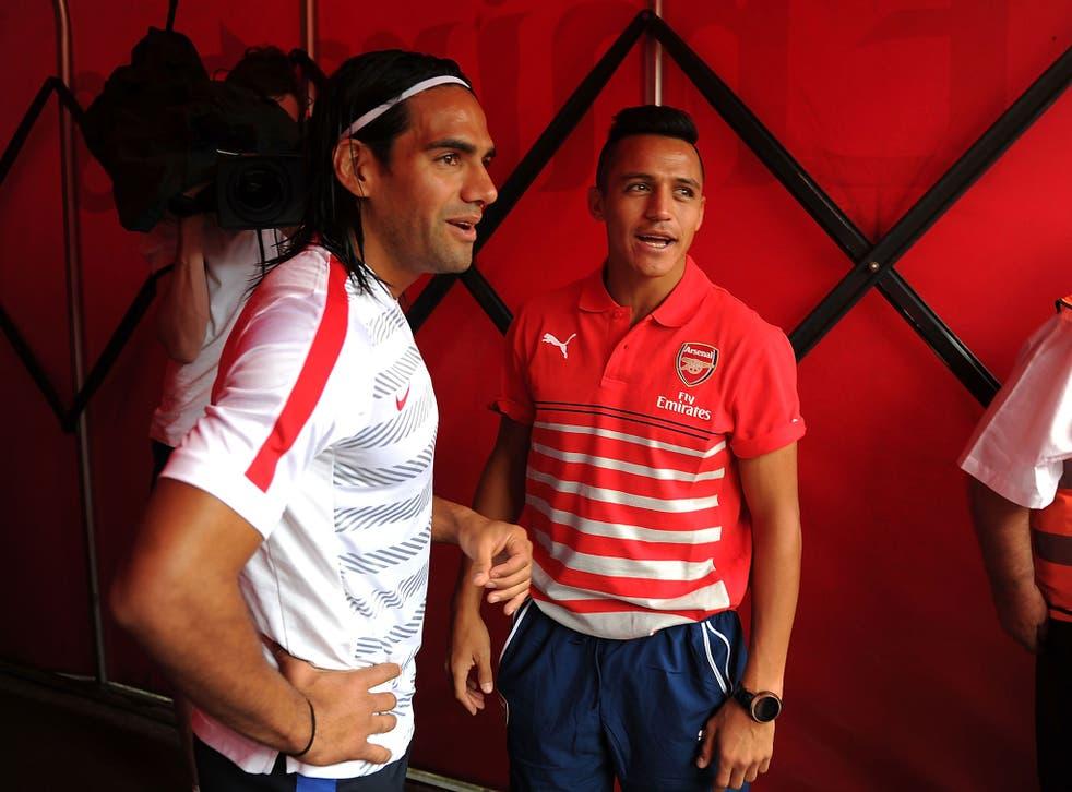 Radamel Falcao and Alexis Sanchez talk in the Emirates Stadium tunnel