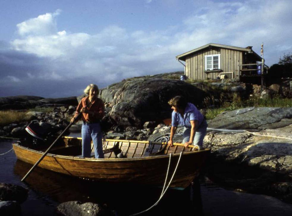 Writer's retreat: Tove and Tuuti pull ashore at Klovharu