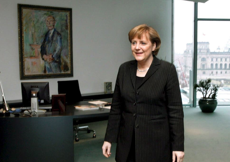 Angela Merkel Dislikes Gerhard Schrders Big Black Desk So What