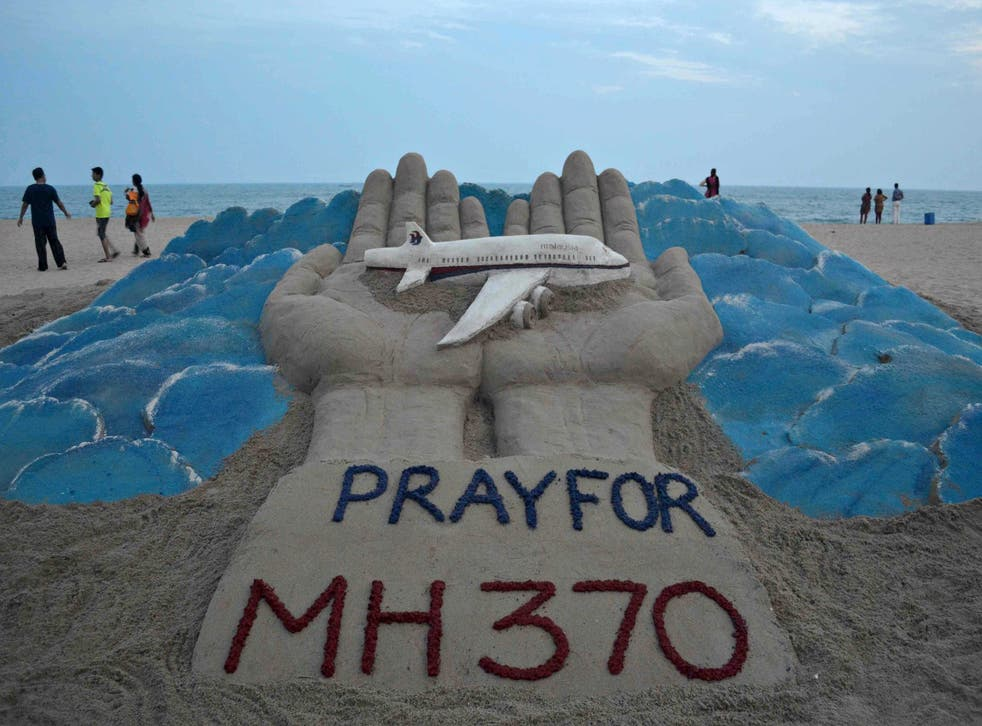 £20,000 has been stolen from the bank accounts of four passengers from missing flight MH370, Malaysian police say