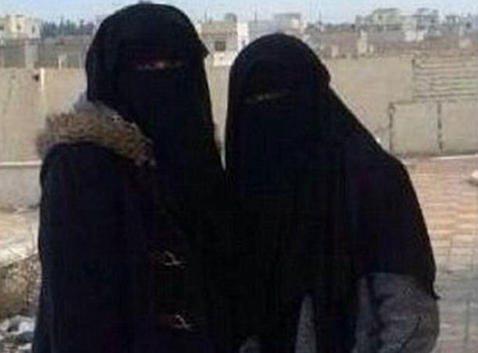 Aqsa Mahmood and another woman in Syria in a picture tweeted in 2014.