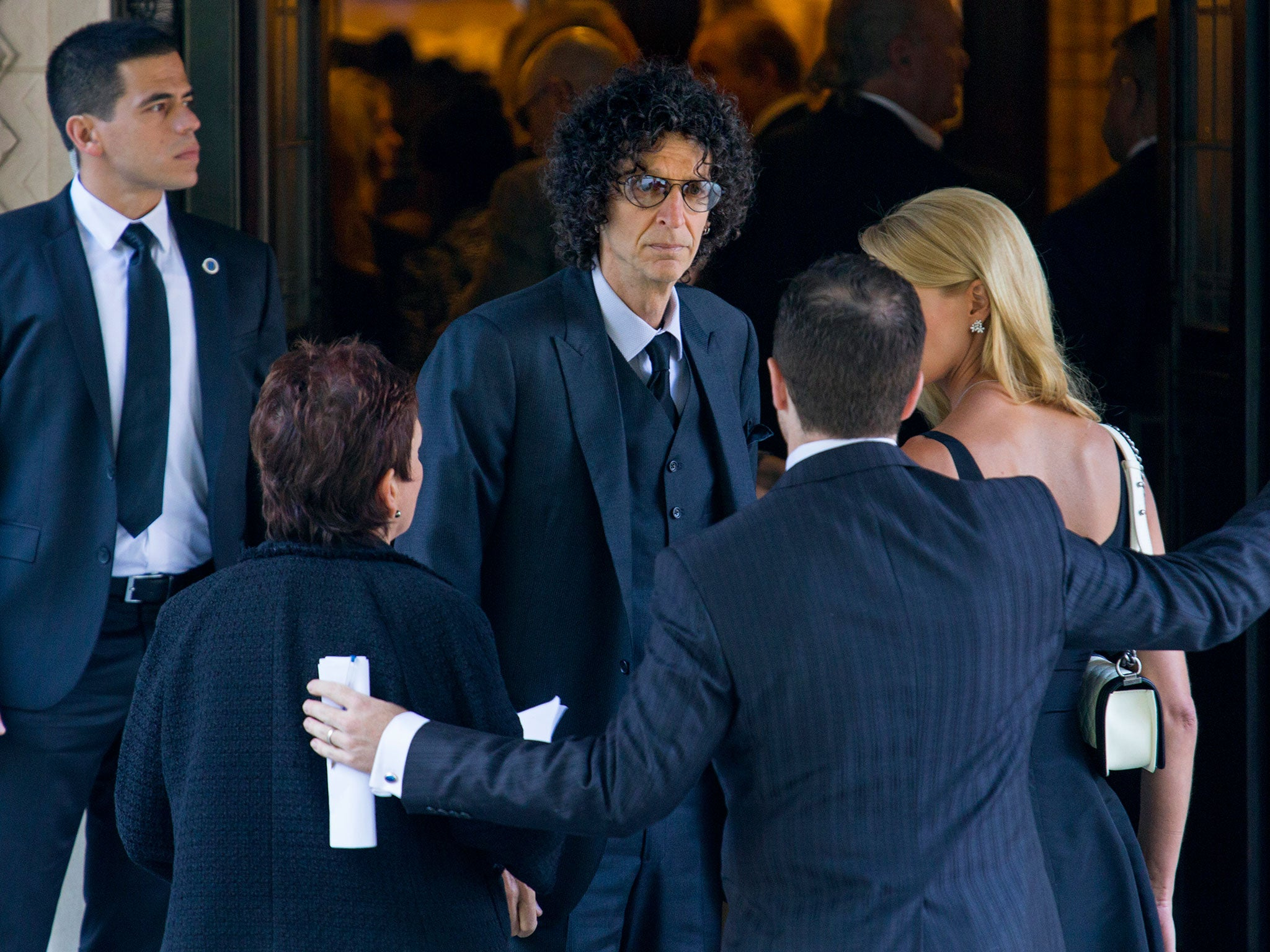 Howard Stern tells Donald Trump to 'get the f*** out of the White Ho…