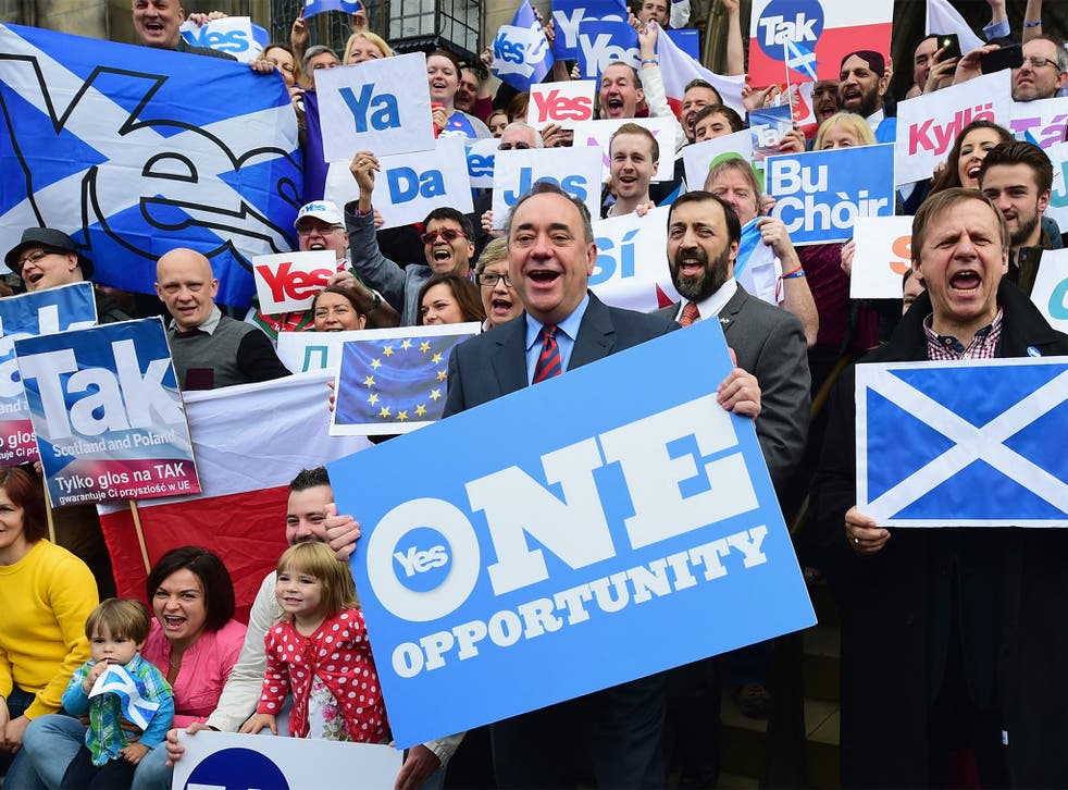 First Minister Alex Salmond, with Scots and other European citizens, supporting the 'Yes' vote in Glasgow