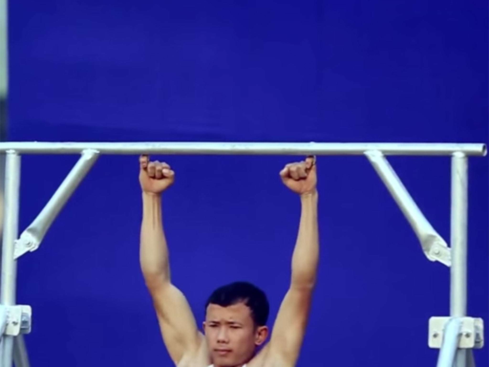 Guinness World Records: Watch a man do pull-ups - using only