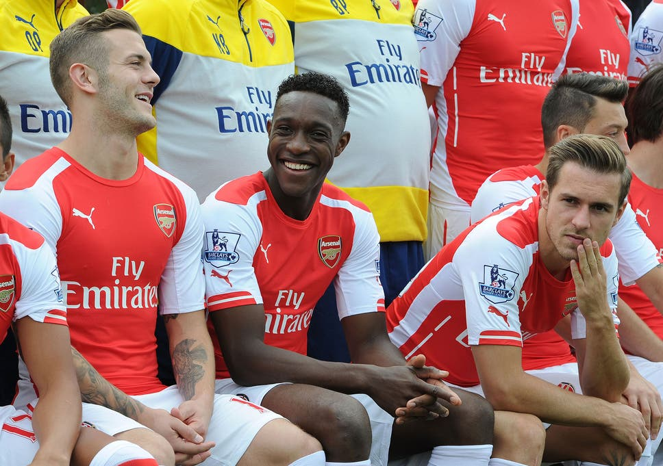 77efebdc63b72f Alex Oxlade-Chamberlain welcomes Danny Welbeck to Arsenal with  Welbz is  dat guy  motto as squad relax during team photo