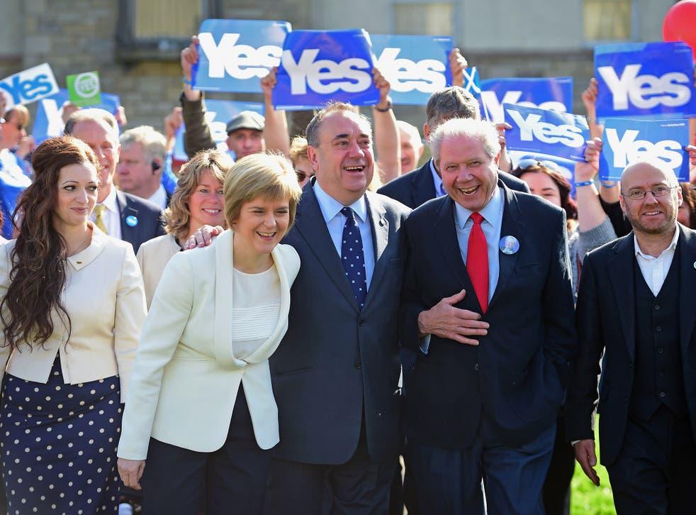 Jim Sillars (right), with Nicola Sturgeon and Alex Salmond in Edinburgh on Wednesday (Getty Images)