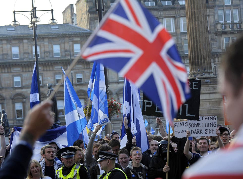 Yes and No campaign supporters face off in Glasgow's George Square, in Scotland