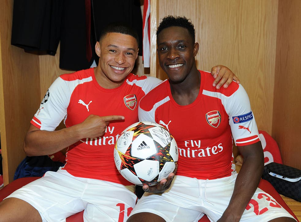 Alex Oxlade-Chamberlain and Danny Welbeck pose with the match ball