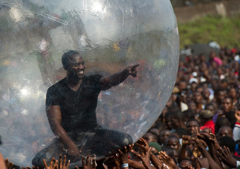 Akon Didnt Perform In A Bubble DR Congo Because Of Ebola He Was Just Having Fun Time For Himself