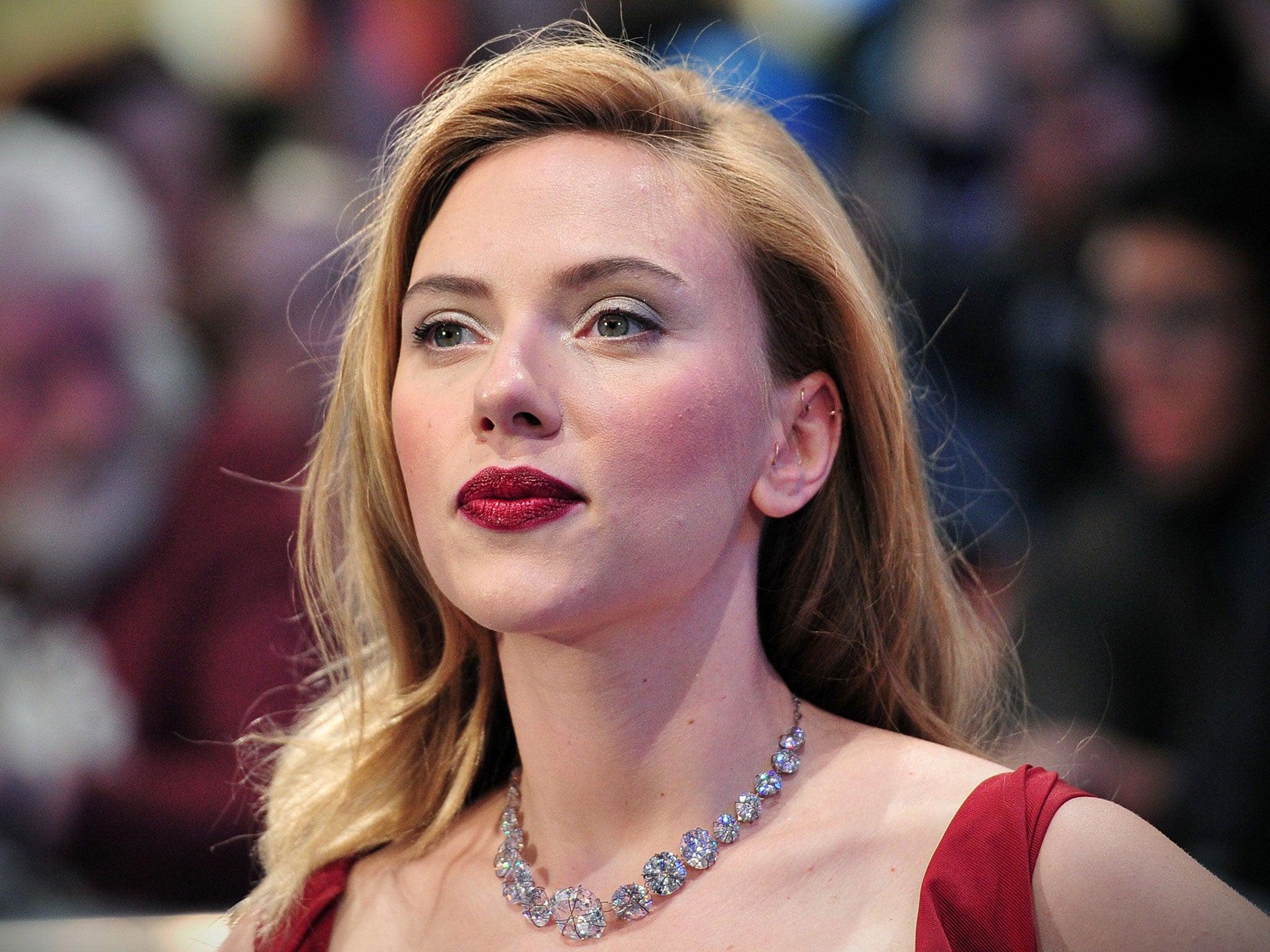 Scarlett johansson in extras from the avengers - 1 part 4
