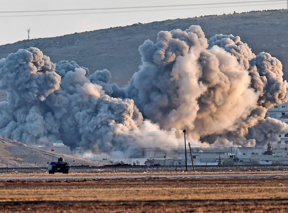 Smoke from air strikes against Isis in Kobani can be seen from across the border in Mursitpinar, Turkey