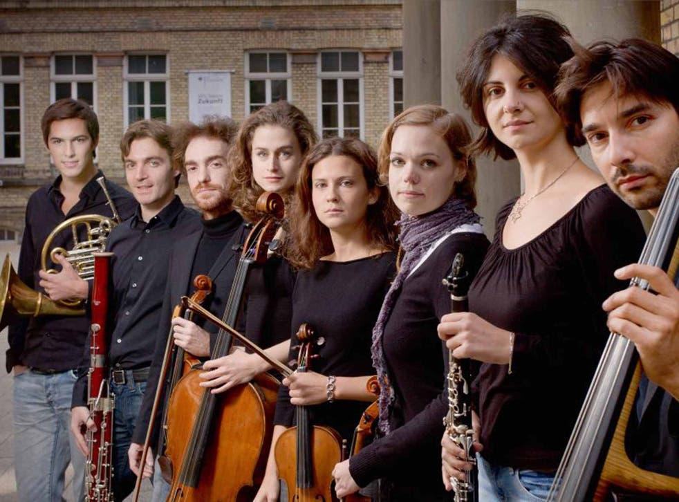 Pulling the strings: Spira Mirabilis