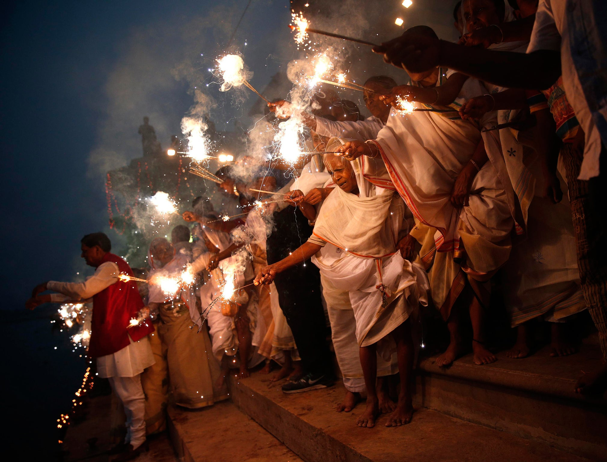 Diwali: What is the festival of lights – and how is it celebrated ... for Deepavali Festival Celebration  570bof