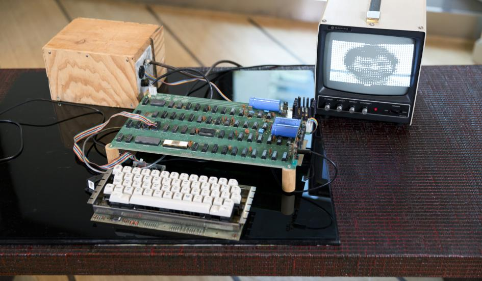 apple 1 computer built by steve and steve wozniak sells for more than 163 560 000 the