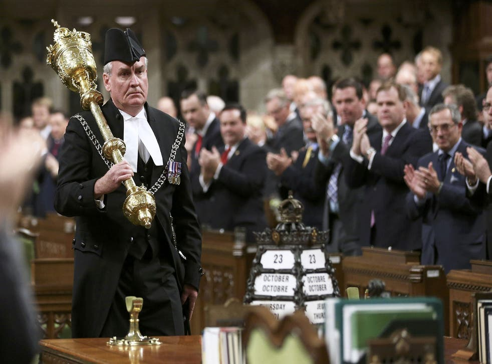 Kevin Vickers gets a standing ovation in Canadian parliament