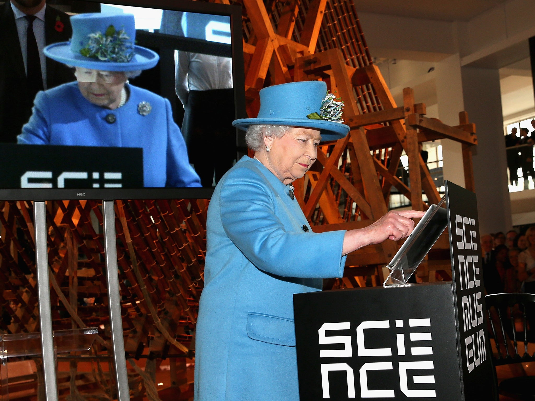 Queen's first tweet: Reply telling Her Majesty to 'f*** off' is broadcast on BBC News