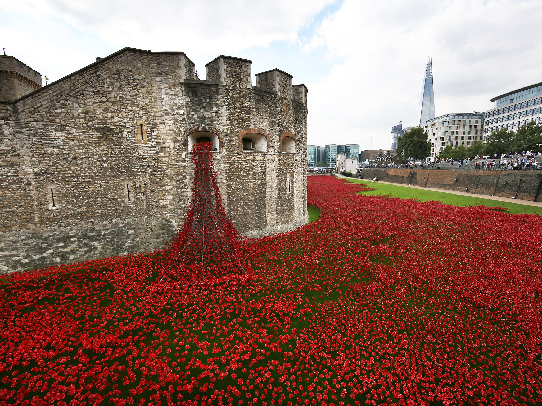 The Tower Of London Poppies Are An Extraordinary Memorial