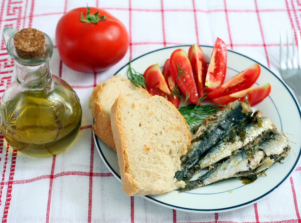 Oily fish, vegetables and olive oil contain omega-3 fatty acids