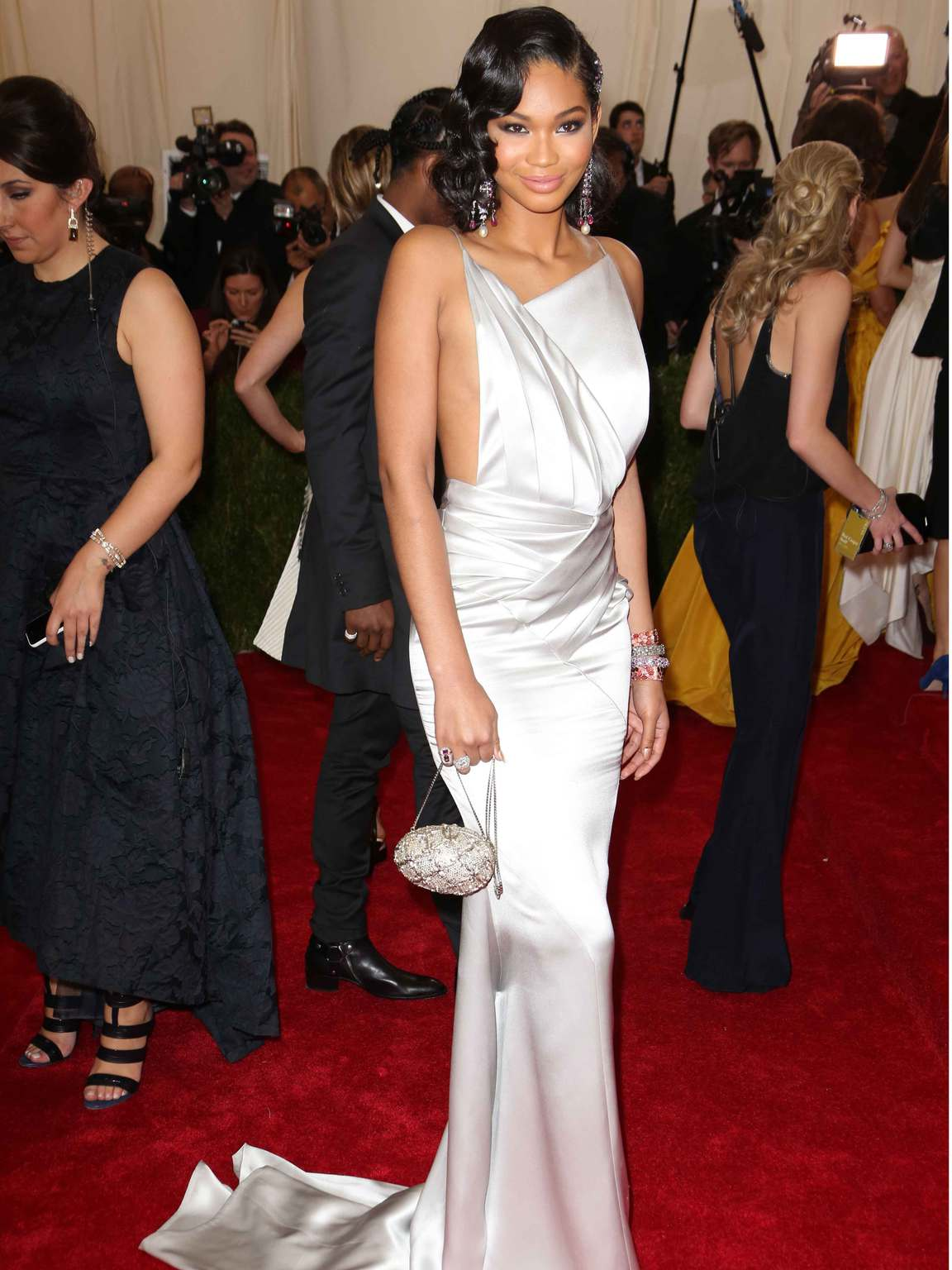 Topshop to auction Kendall Jenner and Jourdan Dunn\'s Met Ball ...