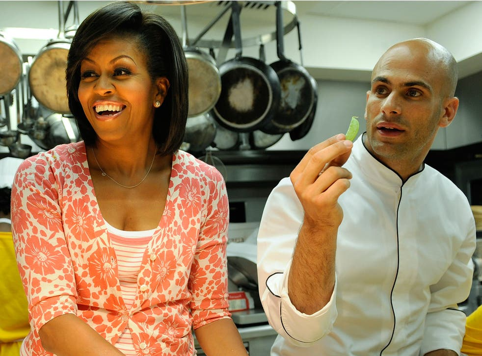 Sam Kass and Michelle Obama shell home-grown sugar snap peas at the White House in 2009
