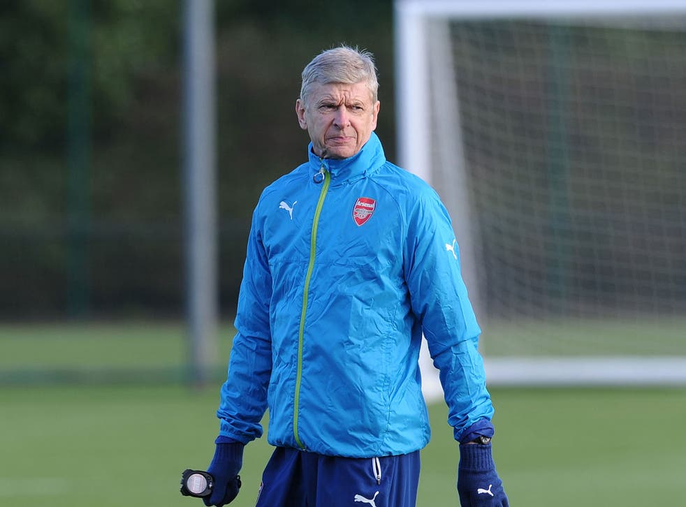 Arsene Wenger in training ahead of the match against Galatasaray