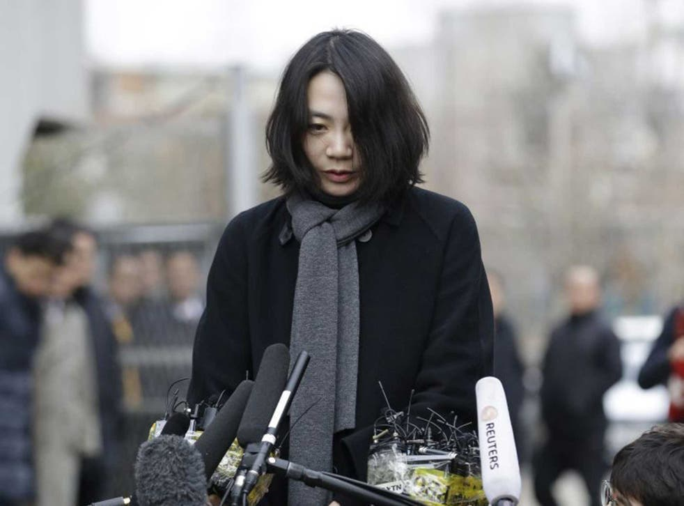 Cho Hyun-ah makes her humble apology yesterday ahead of questioning by transport officials