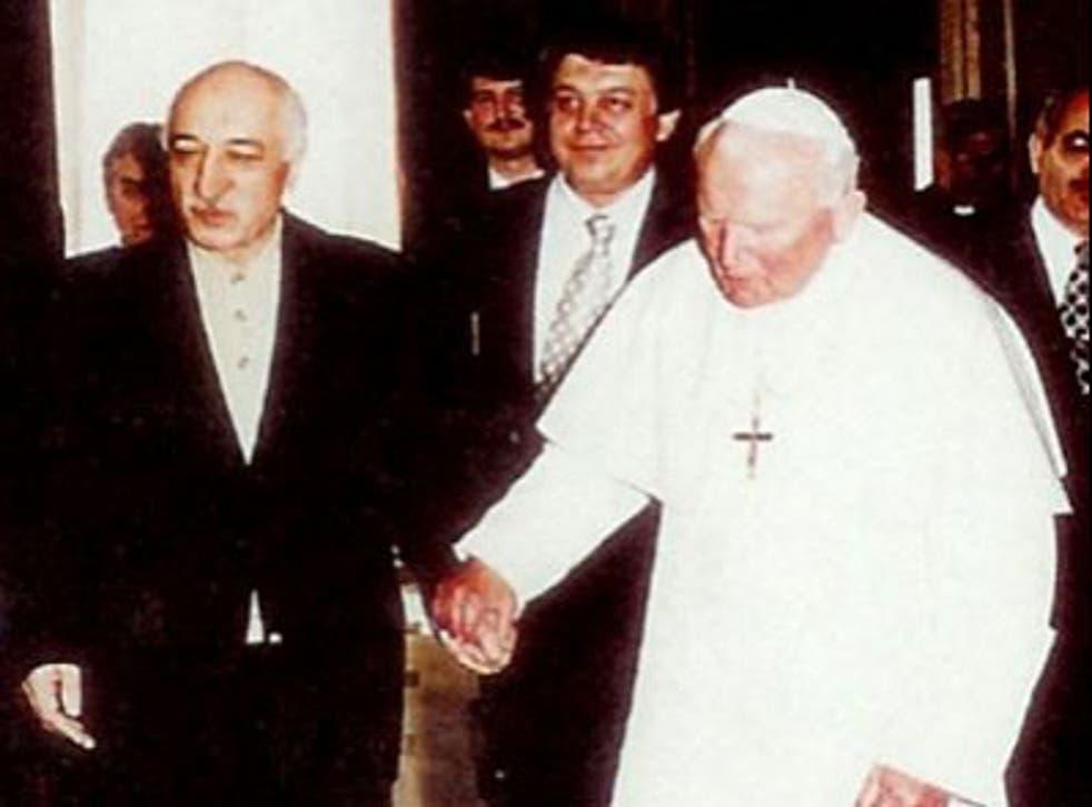 Fethullah Gulen visiting Ioannes Paulus in 1998