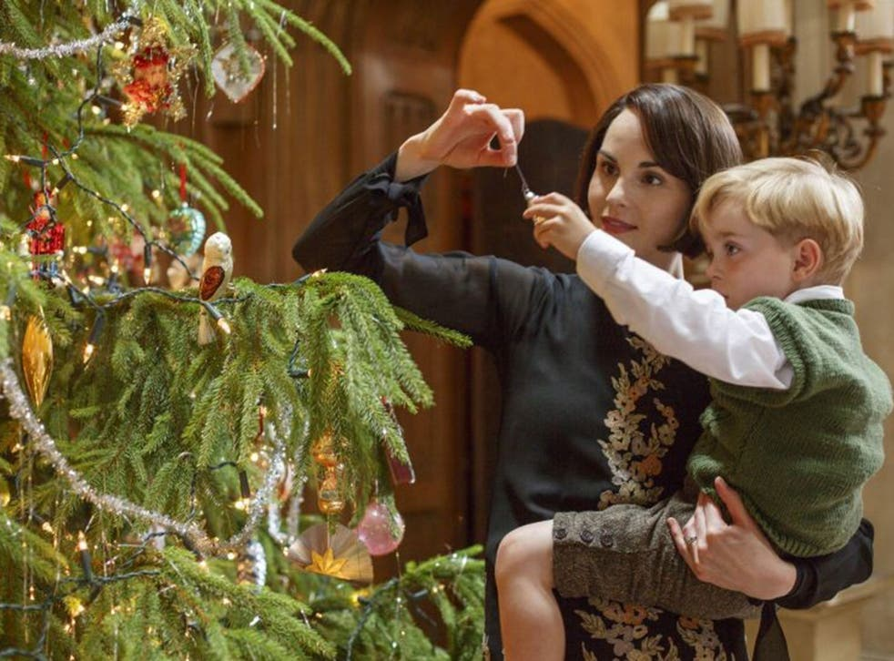 Lady Mary Crawley decorates Christmas tree