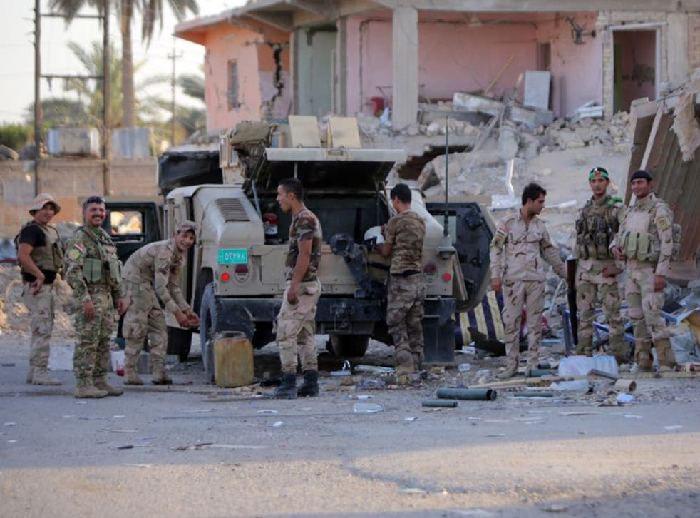 Iraqi soldiers trained by the US were routed by IS's smaller force