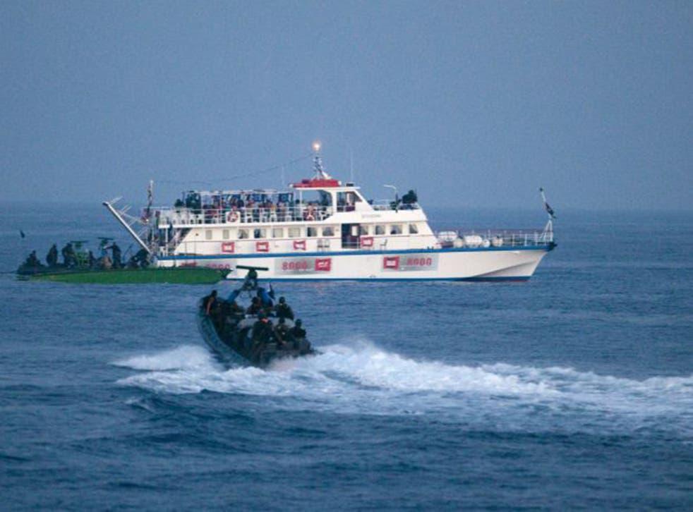 Israeli boats approach the flotilla (Getty)