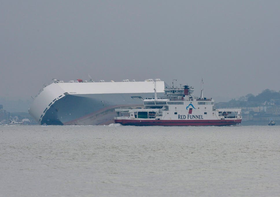 Video: Crew of cargo ship rescued off Isle of Wight | The