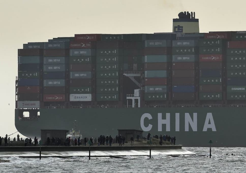 Largest Cargo Ship >> World S Largest Cargo Ship Arrives In British Port For The First