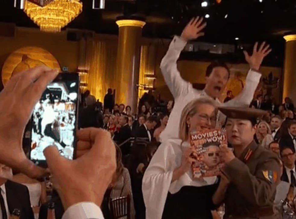 Benedict Cumberbatch is back on excellent photobombing form at the Golden Globes
