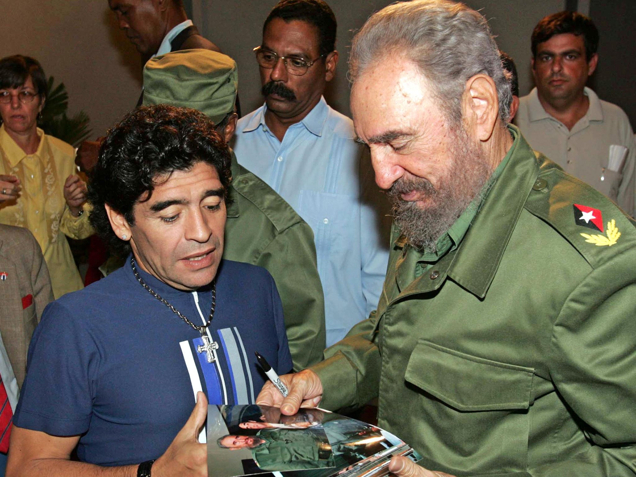 Maradona reports that Fidel Castro is alive and well