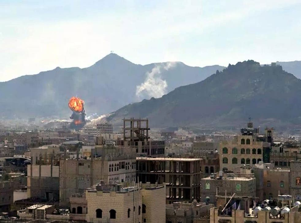 Smoke and flames rising during heavy clashes between presidential guards and Shiite Houthi rebels in Sanaa