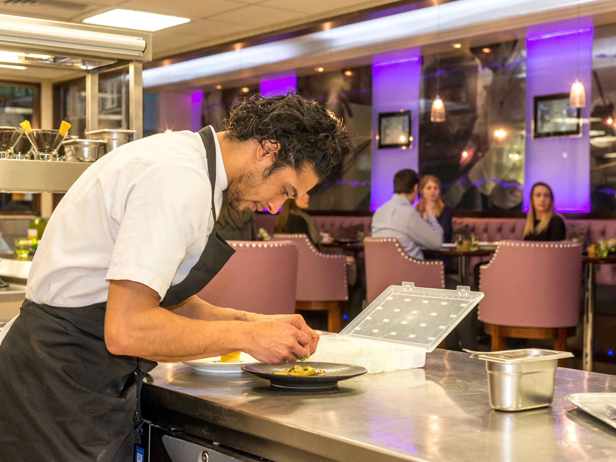 Restaurant Kitchen Jargon the hottest restaurant tables now put diners right in the thick of