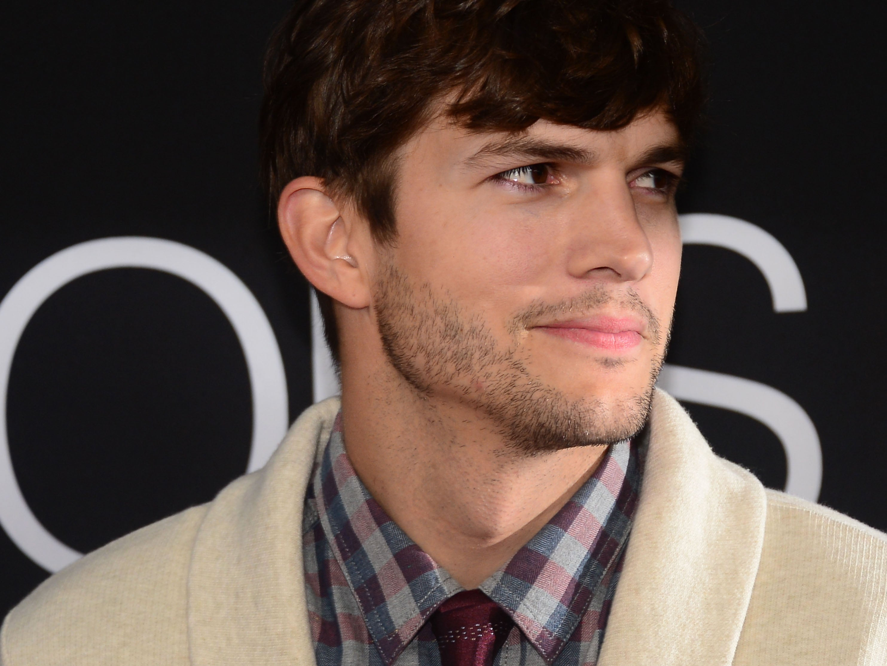 ashton sex personals Ashton kutcher dating history  how did ashton kutcher ring in his sixth  now a 21-year-old brunette has sold her story of couch sex with ashton in the home he.