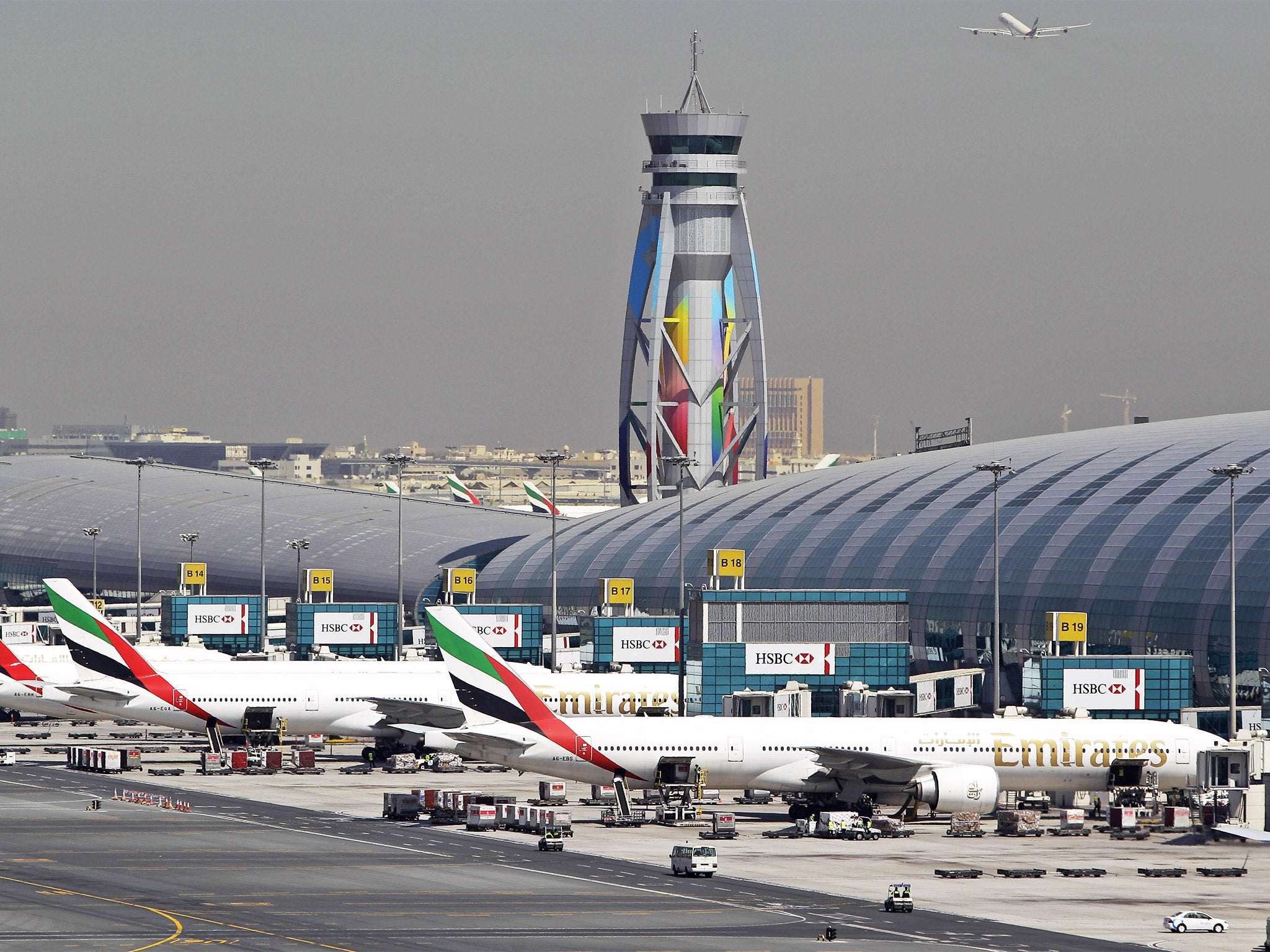 Escritura jefe Momento  Flights at Dubai airport grounded due to drone attack | The Independent |  The Independent